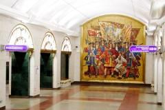Petrohradská stanice metra - podobně vyzdobené jsou všechny.