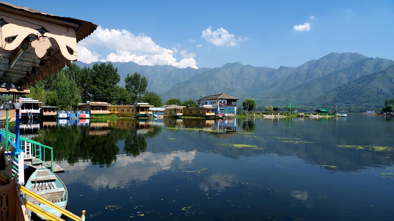 Hausbóty na jezeře Dal